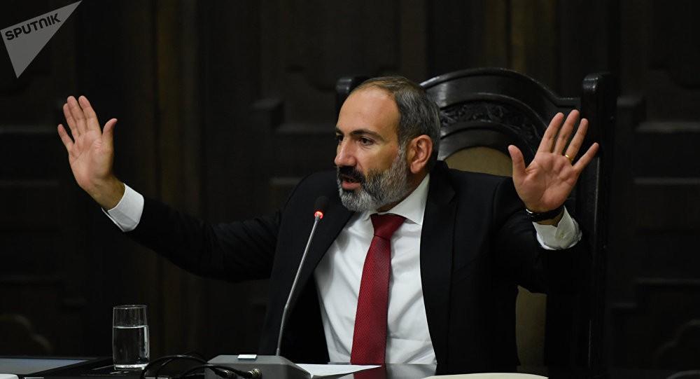 Արա էս ի՞նչ էր։ Հասե՜ք, փրկեք...». Նիկոլ Փաշինյան | Armenia Daily